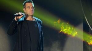 Robbie Williams showt edele delen tijdens concert