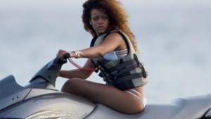 Rihanna in miniscule bandeau bikini